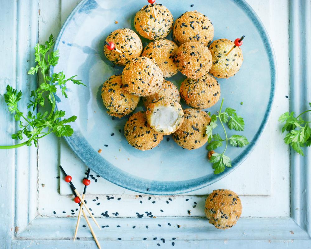 Bällchen mit schwarzem Sesam