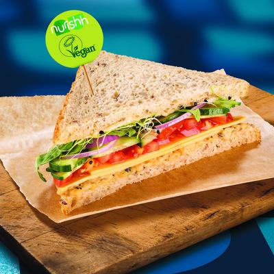 Gemüse-Tuna Club Sandwich
